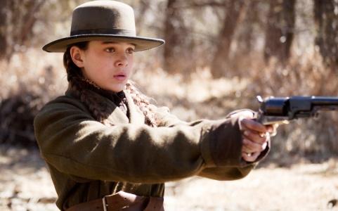 Hailee Steinfeld as Mattie in the 2012 film